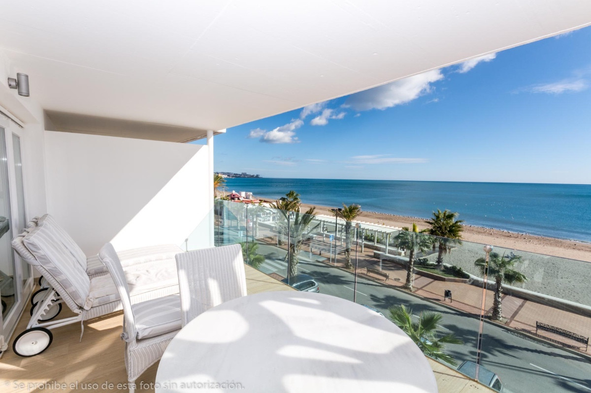 Fabulous modern apartment on the beachfront with fabulous views.  It is distributed as follows: Entr,Spain