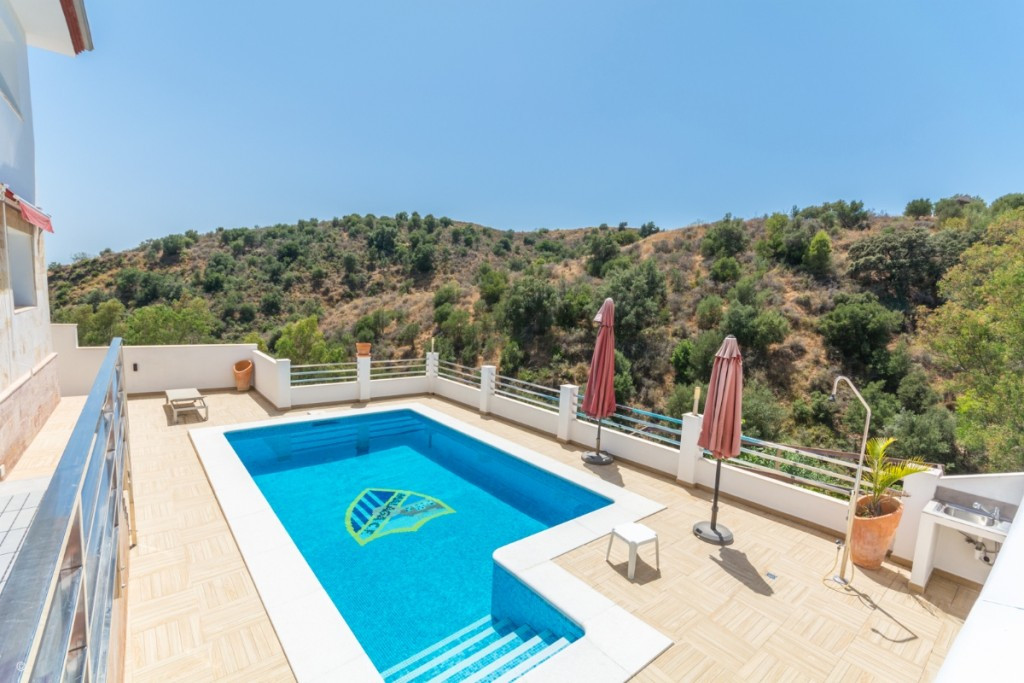 Large Villa with great qualities in Carretera de Mijas area with guest accommodation, lift and orcha,Spain