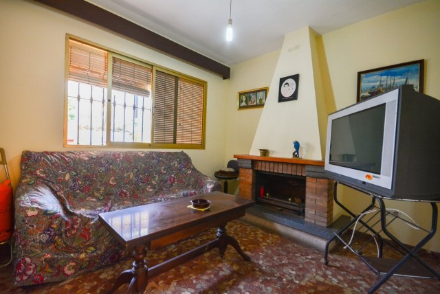 Townhouse in the centre of Fuengirola next to all services..  It is distributed in 2 floors as follo,Spain