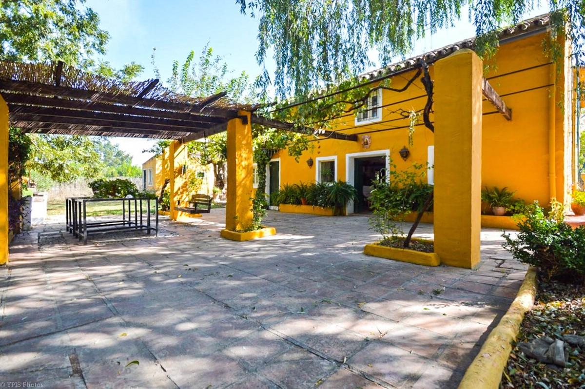 RECENT REDUCTION TO 294.000€ FOR A QUICK SALE!!  Very traditional Andalus rustic style Finca with stSpain