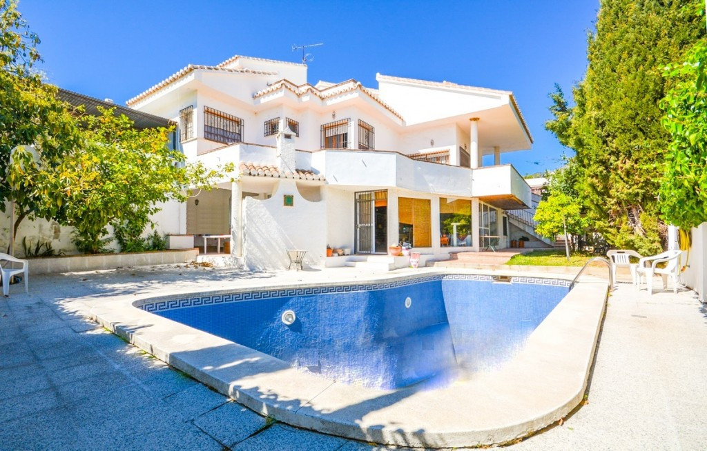 Price reduction for a quick sele from 599.000€ to 535.000€.  Large villa located in MONTE ALTO with ,Spain