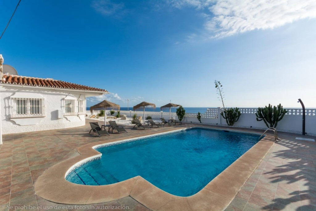 Fabulous Villa on one floor, totally renovated and with beautiful panoramic sea views. Located in se, Spain
