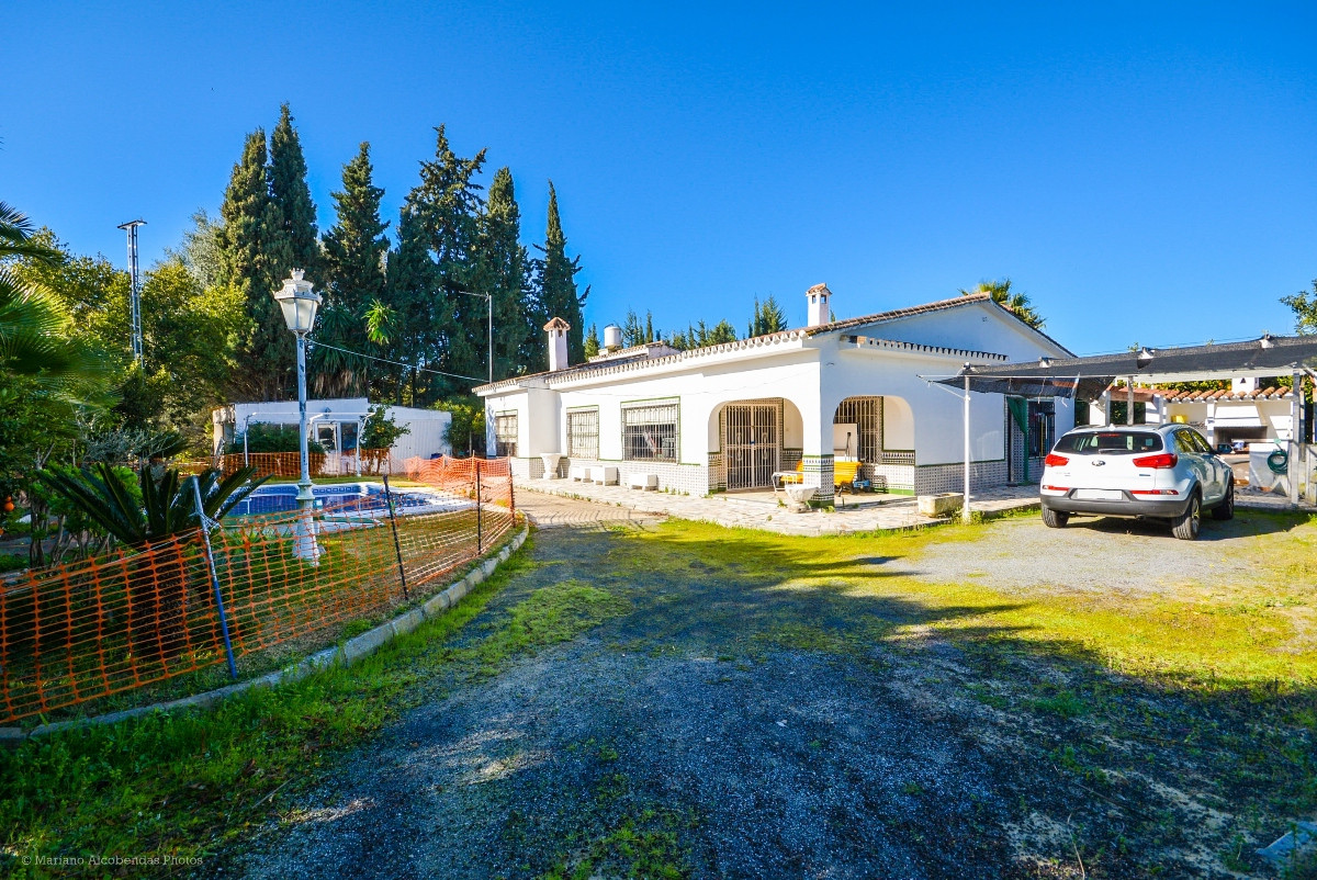 Recent reduction for a quick sale from 350.000€ to 270.000€.  Nice Finca on one level with separate ,Spain