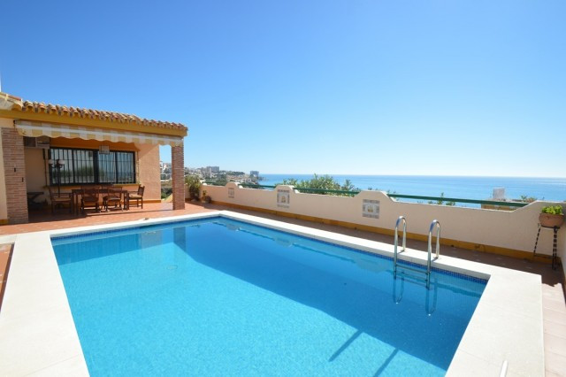 OPPORTUNITY!!  RECENT REDUCTION TO 625.000€!!!!  Villa in TORREMUELLE with wonderful sea views and l,Spain