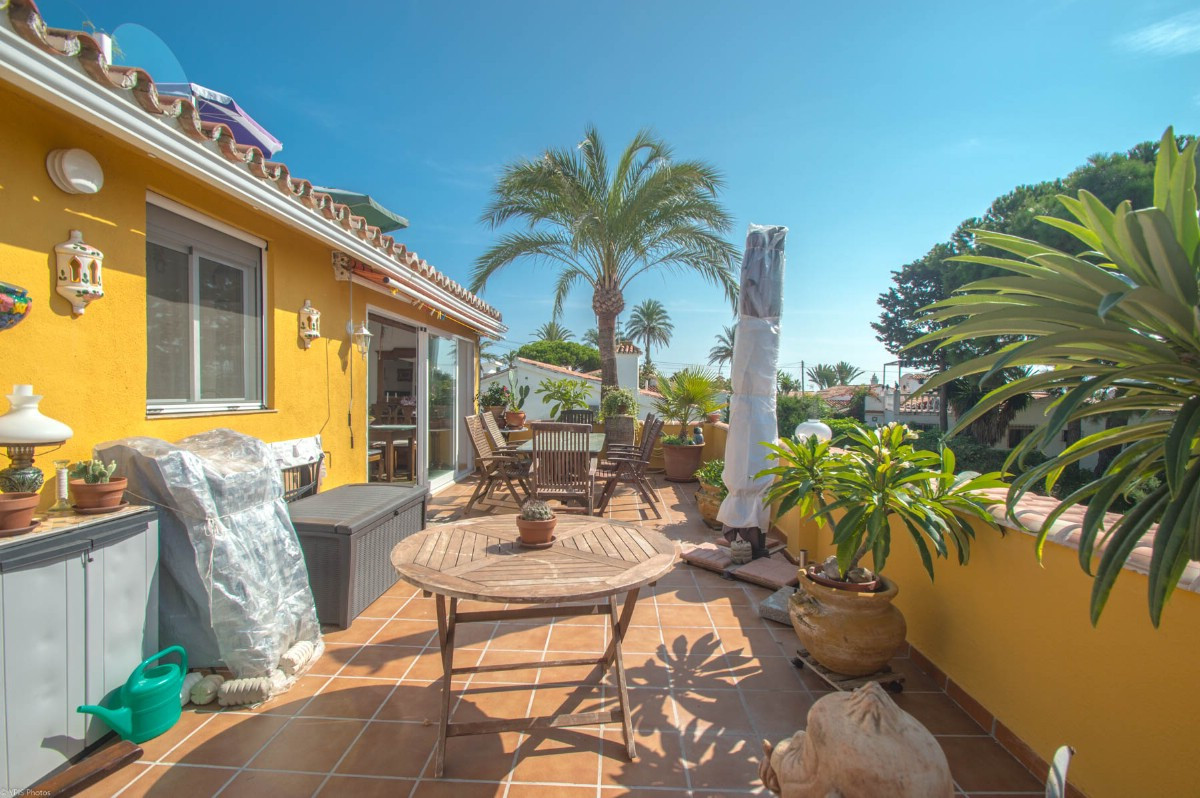 Opportunity!!  Beautiful Townhouse with large sunny terrace and sea views divided into 2 independent, Spain