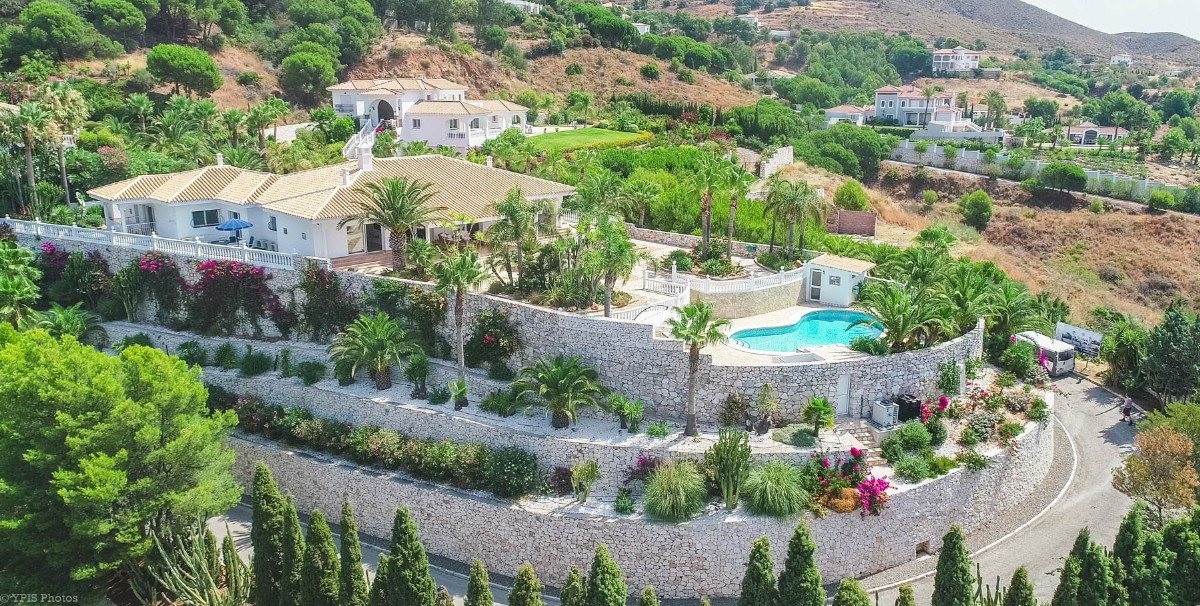 Great Villa on one floor with guest accommodation located on the best plot of Valtocado without neig, Spain