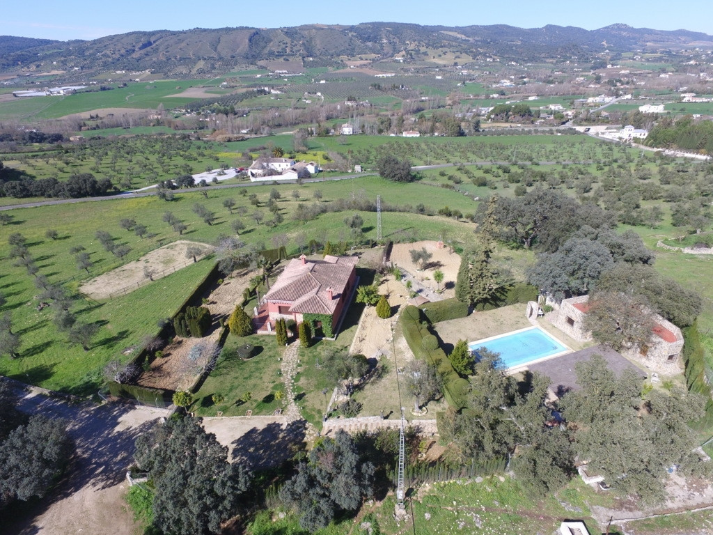 Magnificent Finca with wonderful views of the Sierras, with excellent paved access and located in an,Spain