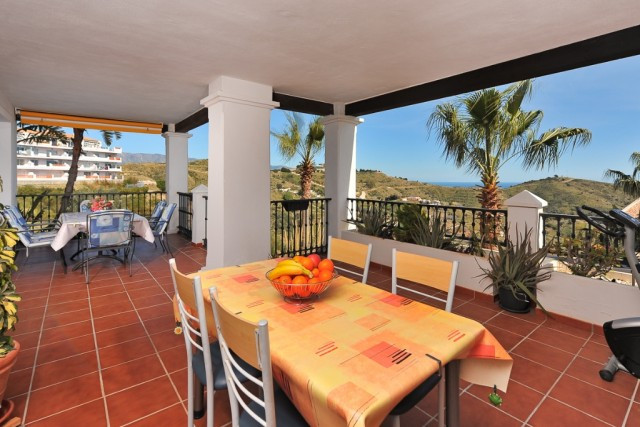 RECENT REDUCTION FROM 214.000€ TO 199.000€!! OWNERS OPEN TO OFFERS!!  Luxurious and very spacious co,Spain