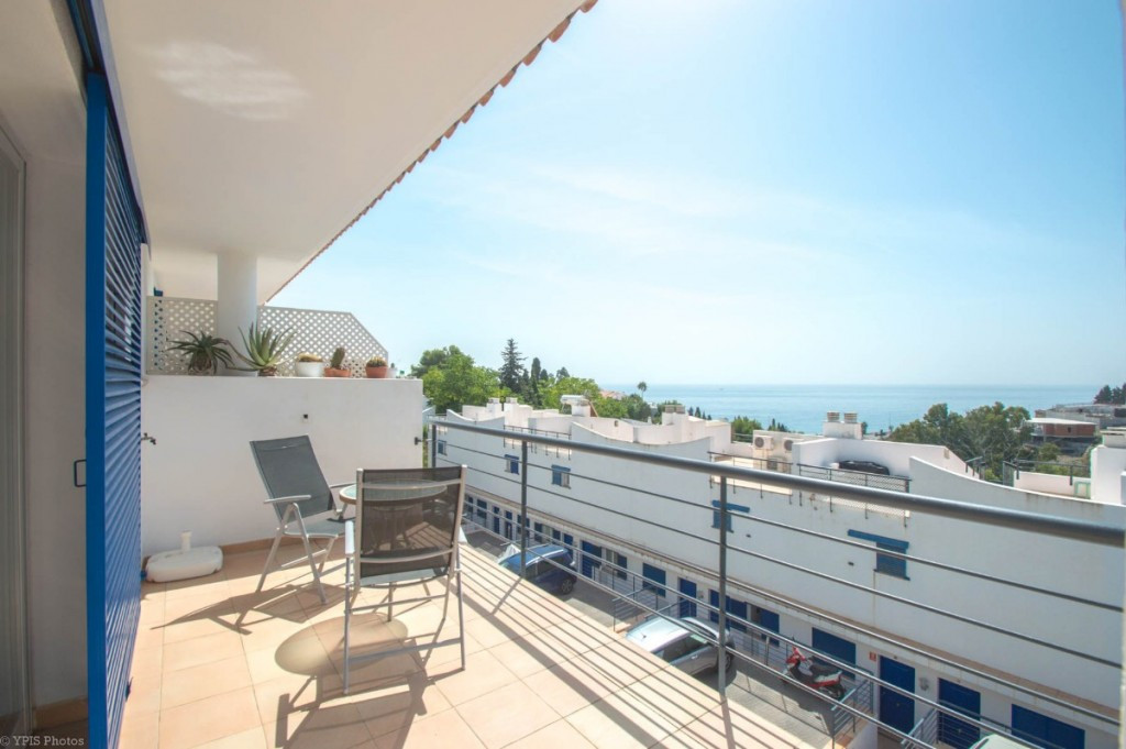 Beautiful townhouse on the corner with 3 large sunny terraces and with sea views located at a very s, Spain