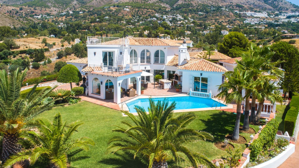 Highly recommended to visit this stunning Villa very soon with 2 self contained apartments and panor, Spain