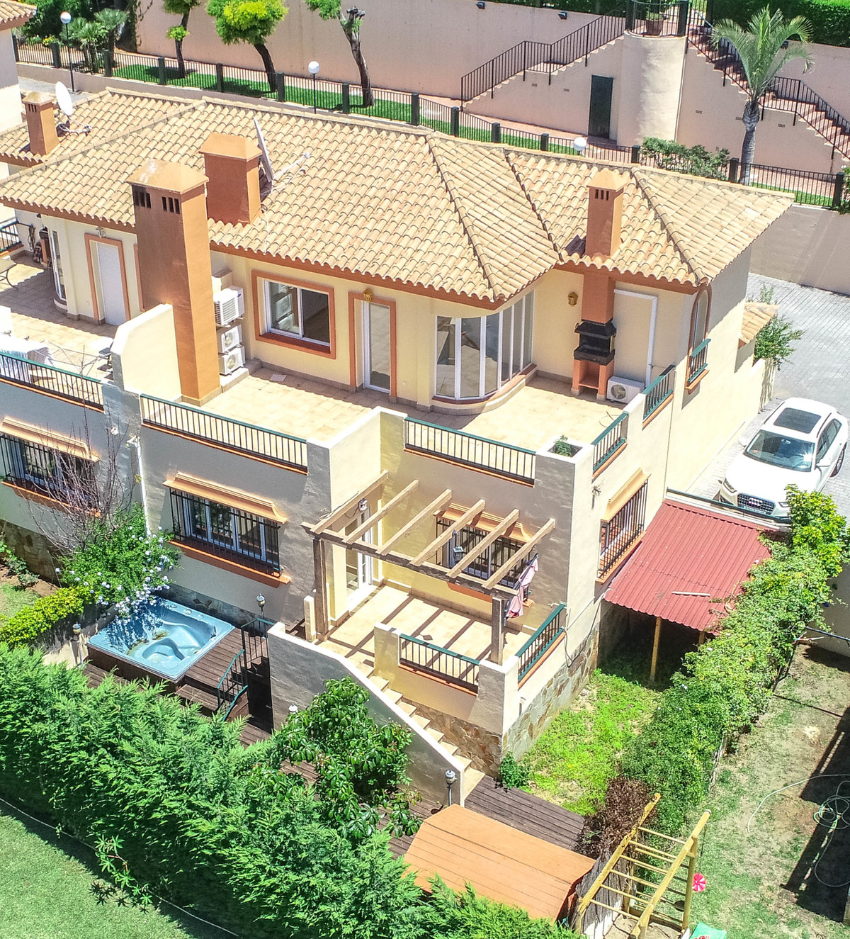 Nice semi-detached house for rent with large terraces (facing south and west with a lot of sun) and , Spain