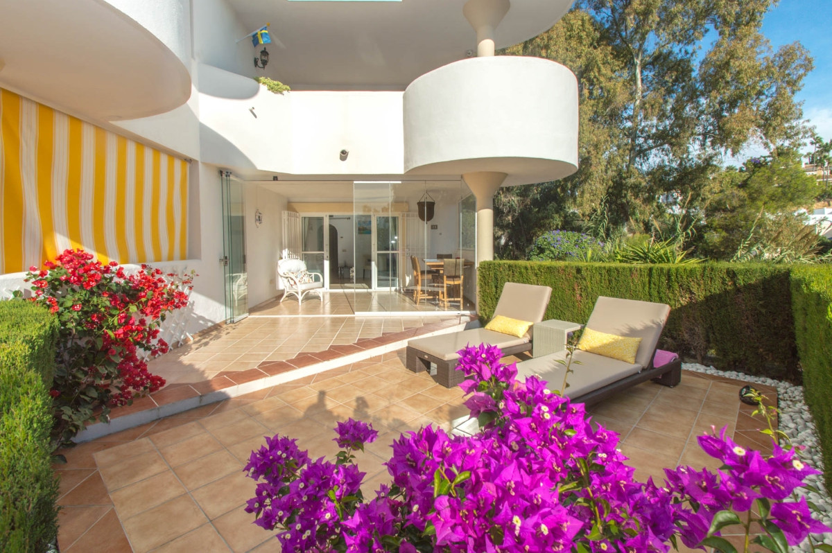 Beautiful corner apartment with large sunny terraces located in a safe and quiet complex but a short,Spain