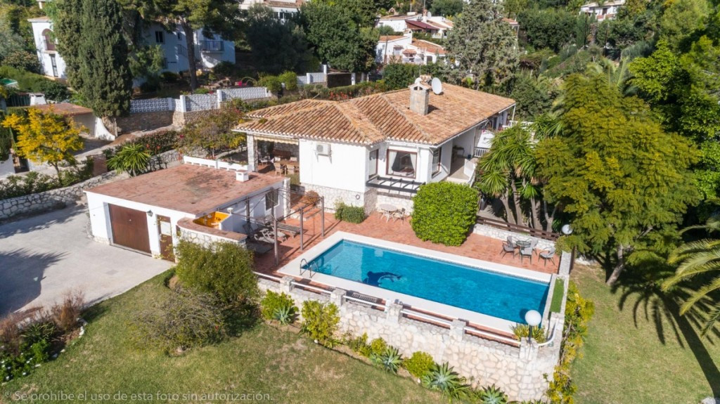 Large Villa in one floor, located in the bigest plot of La Sierrizuela with large gardens, orchard a, Spain