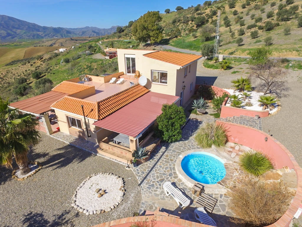 Spacious Finca with panoramic views!!  It is distributed in 2 floors as follows: Ground floor: Entra,Spain