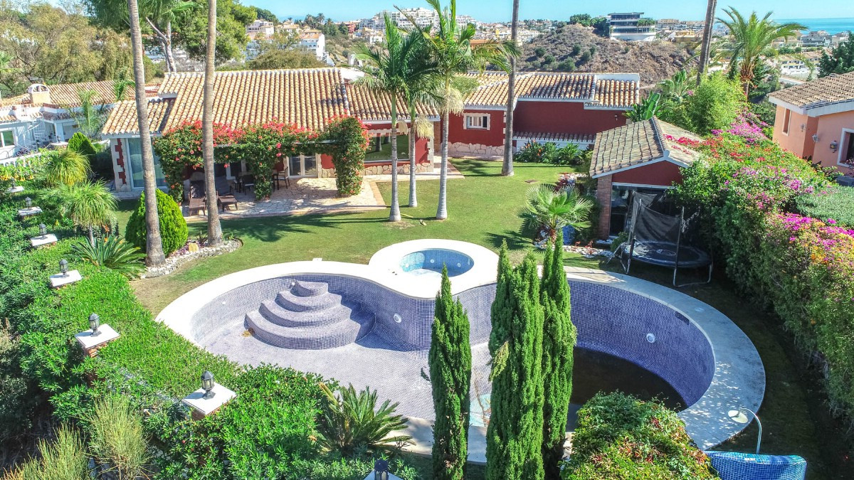 Beautiful Villa located in Torremuelle a short distance from the train station, International School,Spain