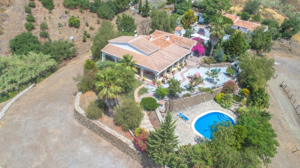 Opportunity!! Ideal for Bed & Breakfast and riding school!!  Property with 3 completely independ, Spain