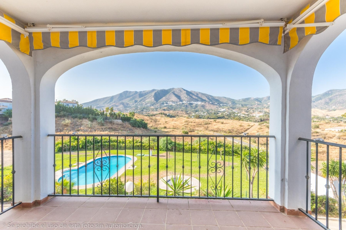 Nice apartment in El Hornillo with beautiful views of the mountains and the Village.  1st floor with,Spain