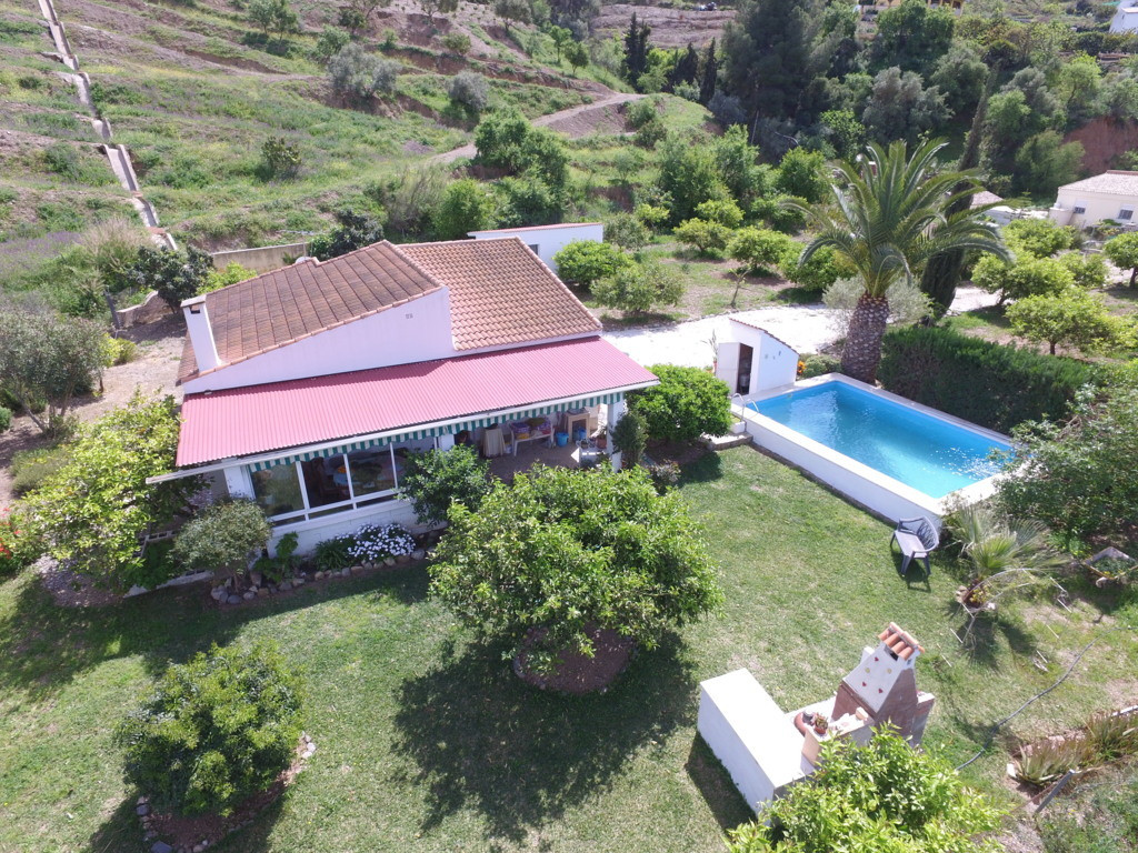 RECENT REDUCTION FROM 179.000€ TO 159.000€!!!  Finca located on a flat plot with many fruit trees.  ,Spain