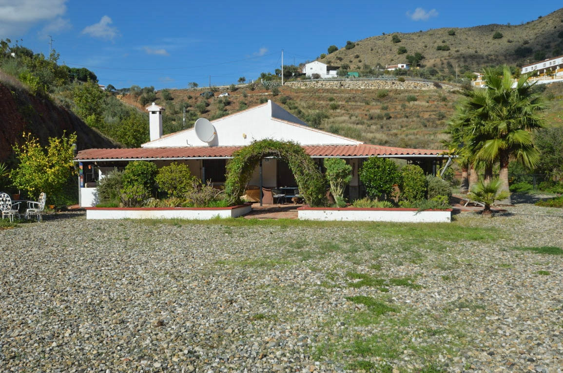 Large Finca with Purpose Built Garage or Repair Shop, Ideal for the Professional or Enthusiast. Perf, Spain