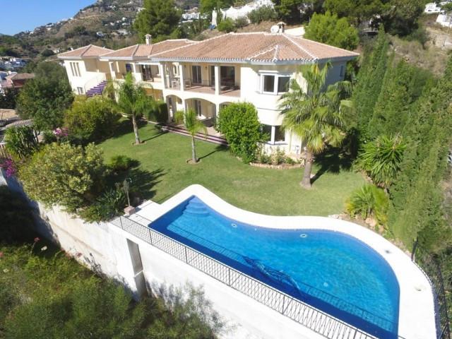 Villa – Chalet a la venta en Mijas – R2409539