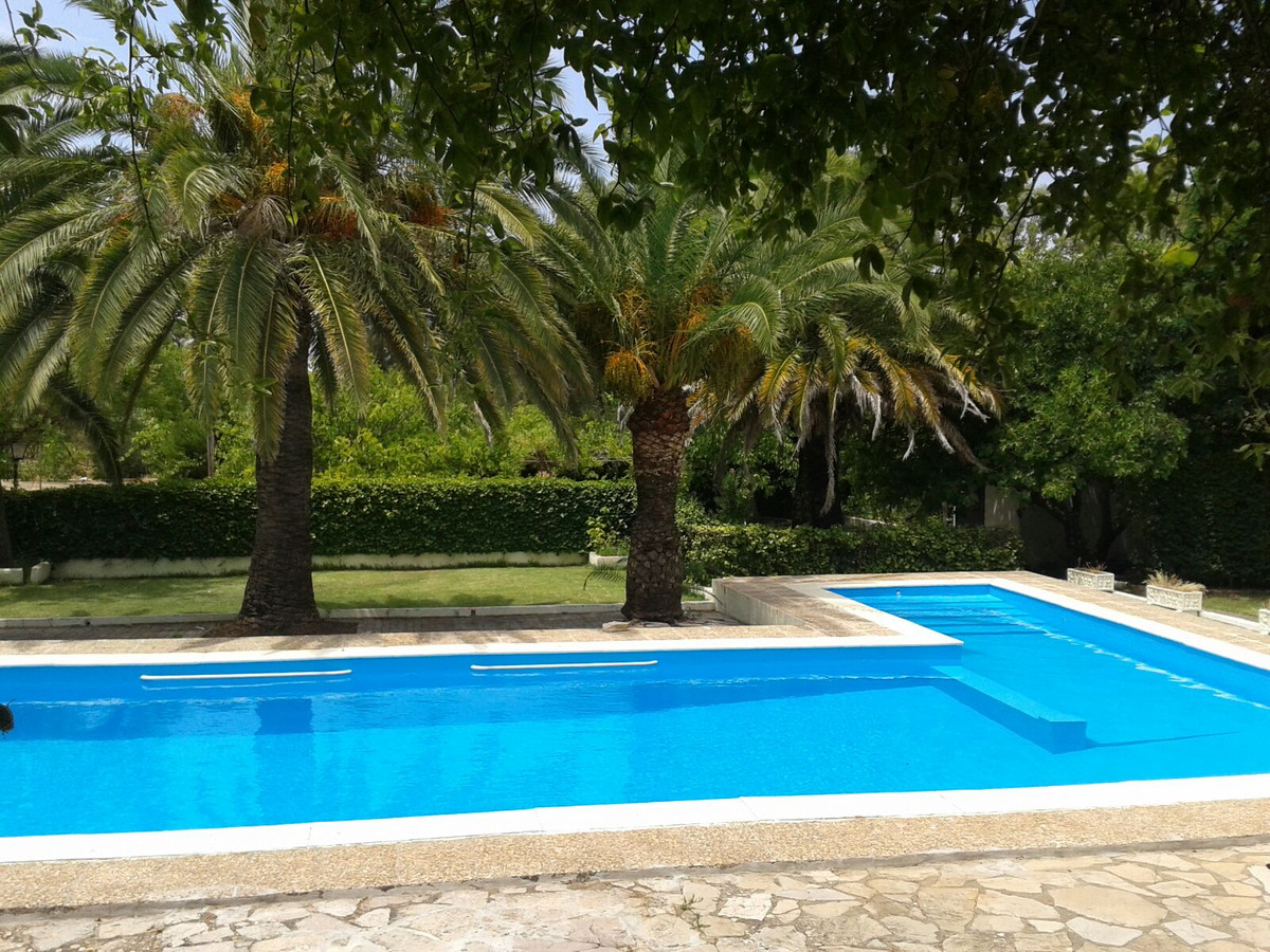 OPPORTUNITY RECIENTLY REDUCED FROM 425.000€ TO 395.000€!!!  Finca in very good condition located jus,Spain