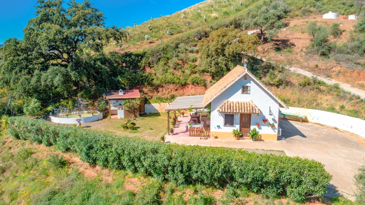 Nice finca in Mijas with total privacy and beautiful views.  AFO license on place.  It is distribute,Spain