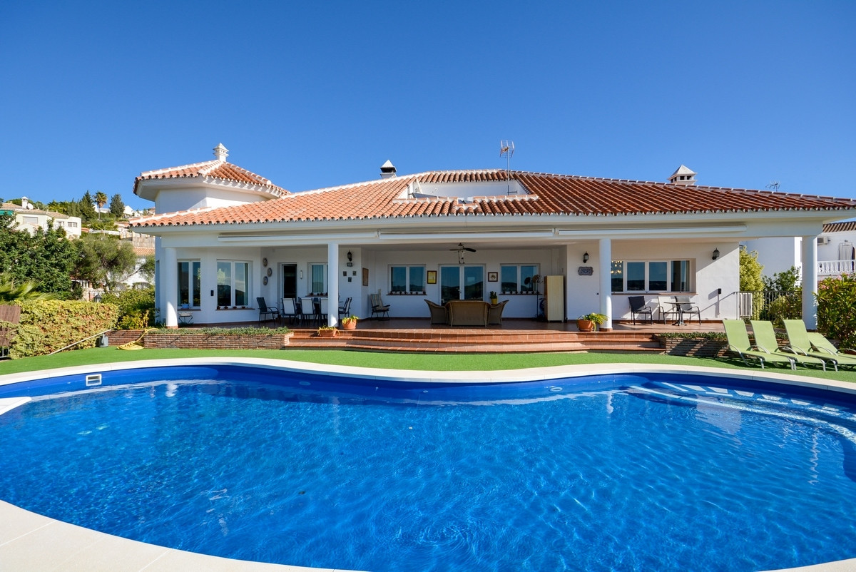 OPPORTUNITY RECENT REDUCTION FROM €795.000 TO €723.800  Spectacular Villa in La Serrezuela with tota, Spain