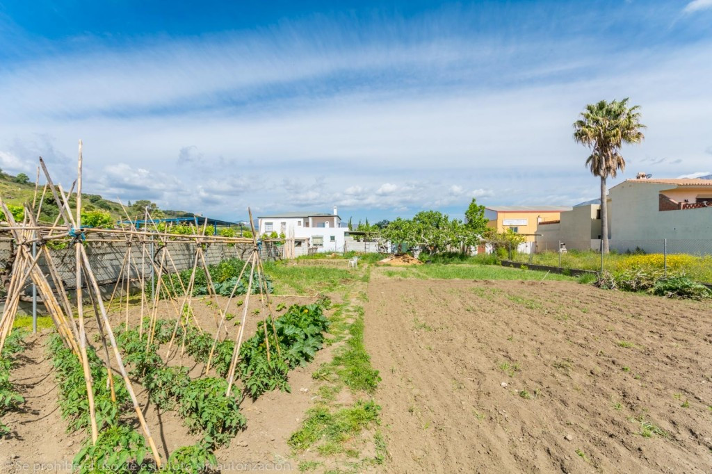 Beautiful Finca in Mijas Costa close to amenities.  It is distributed as follows: Large living room ,Spain