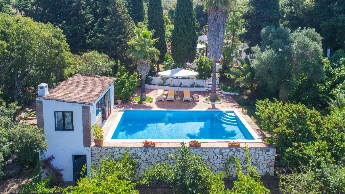 An Opportunity to Purchase a Spectacular Finca with genuine rustic feel and style throughout, locateSpain