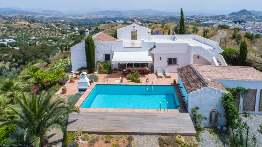 Beautiful Finca very well located on the top of a hill with panoramic views and 100% privacy and tra, Spain