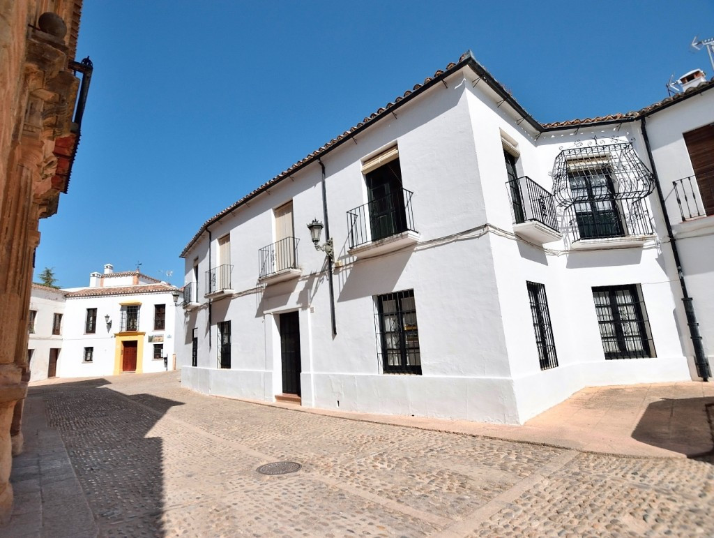 Recient reduction from 850.000€ to 750.000€ for a quick sale !!  Elegant house in the heart of the h, Spain