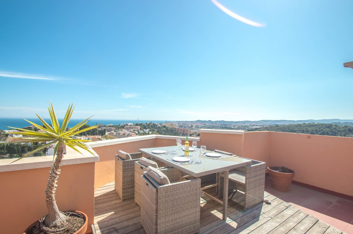 Opportunity. Recent reduction from 299.000€ to 289.000€ for a fast sale!!  Beautiful corner penthous,Spain