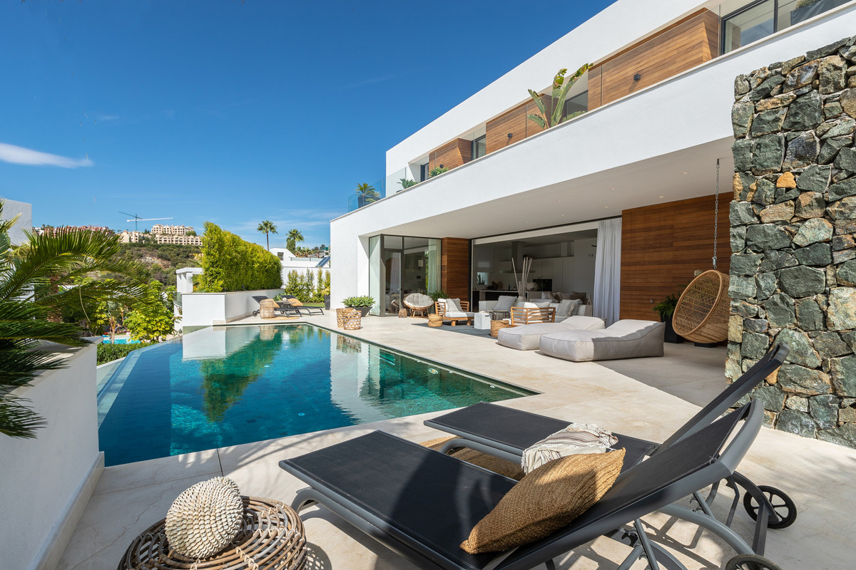 Five bedroom and five bathroom residence built in 2019. Bespoke, contemporary home, situated on one ,Spain