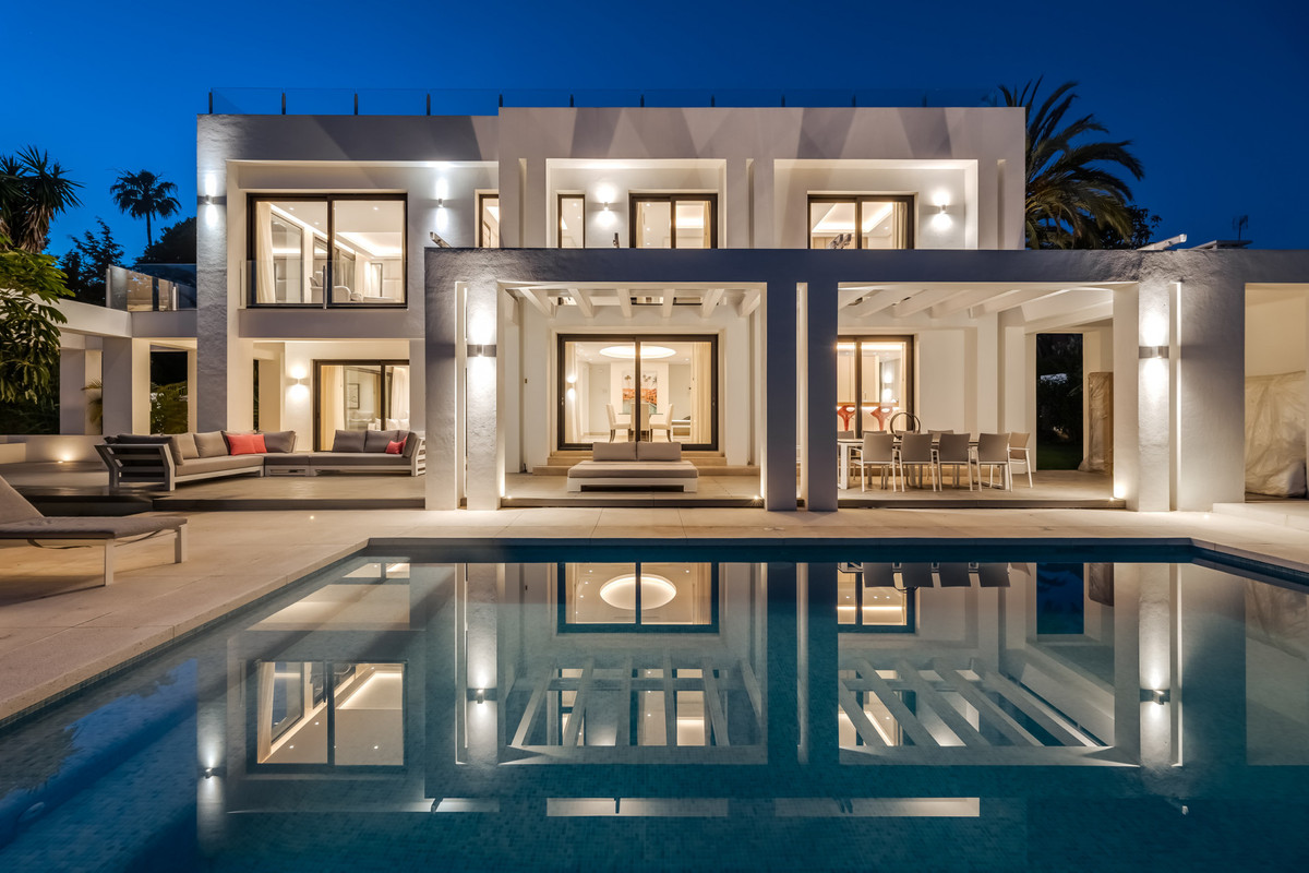 The villa is located in a place with lots of garden areas around and is only 7 minutes driving to th,Spain