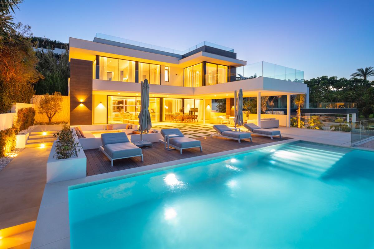 Detached Villa for sale in Las Brisas R3870760