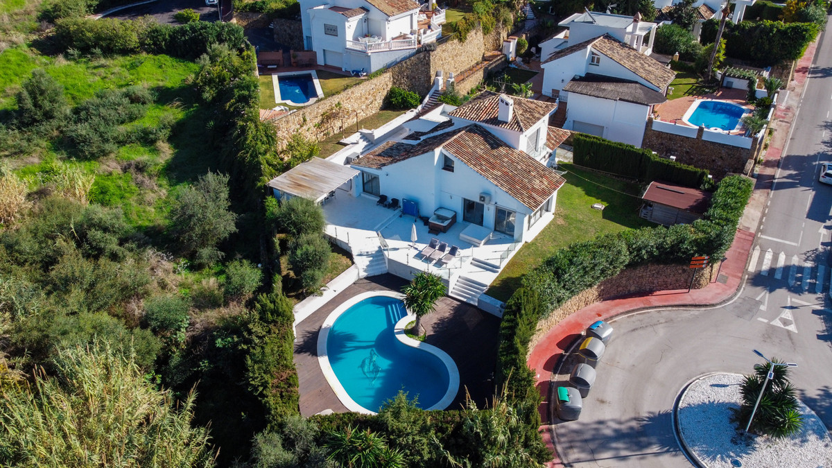 4 bedroom villa situated in a very popular community, surrounded by luxury renovated villas and mani, Spain