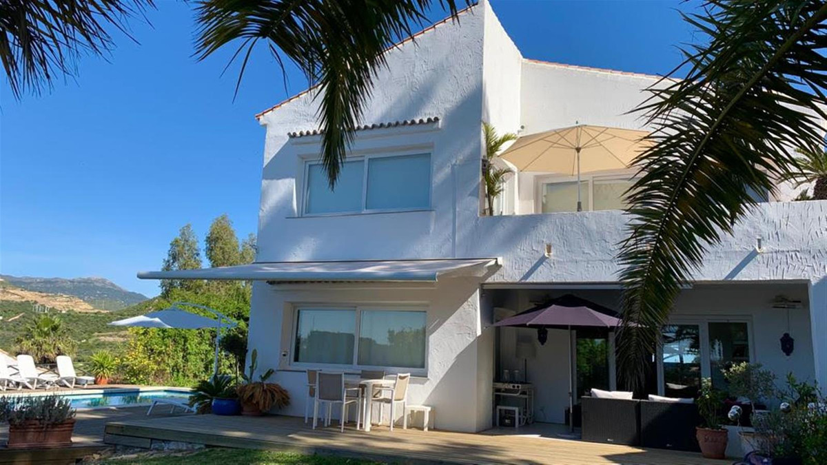 Beautiful, well presented Villa in Valle Romano with excellent views to the sea, Gibraltar and the A, Spain