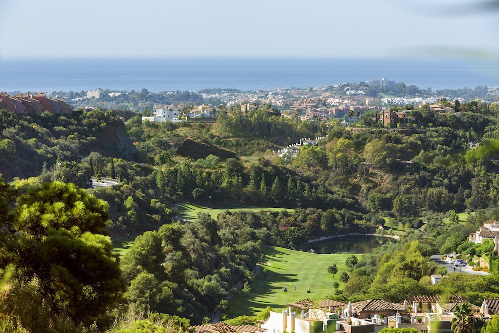To the golf lovers, come and buy your dream property