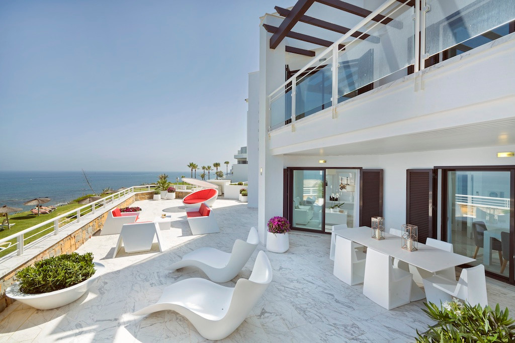 Live a luxury lifestyle right on the beachfront