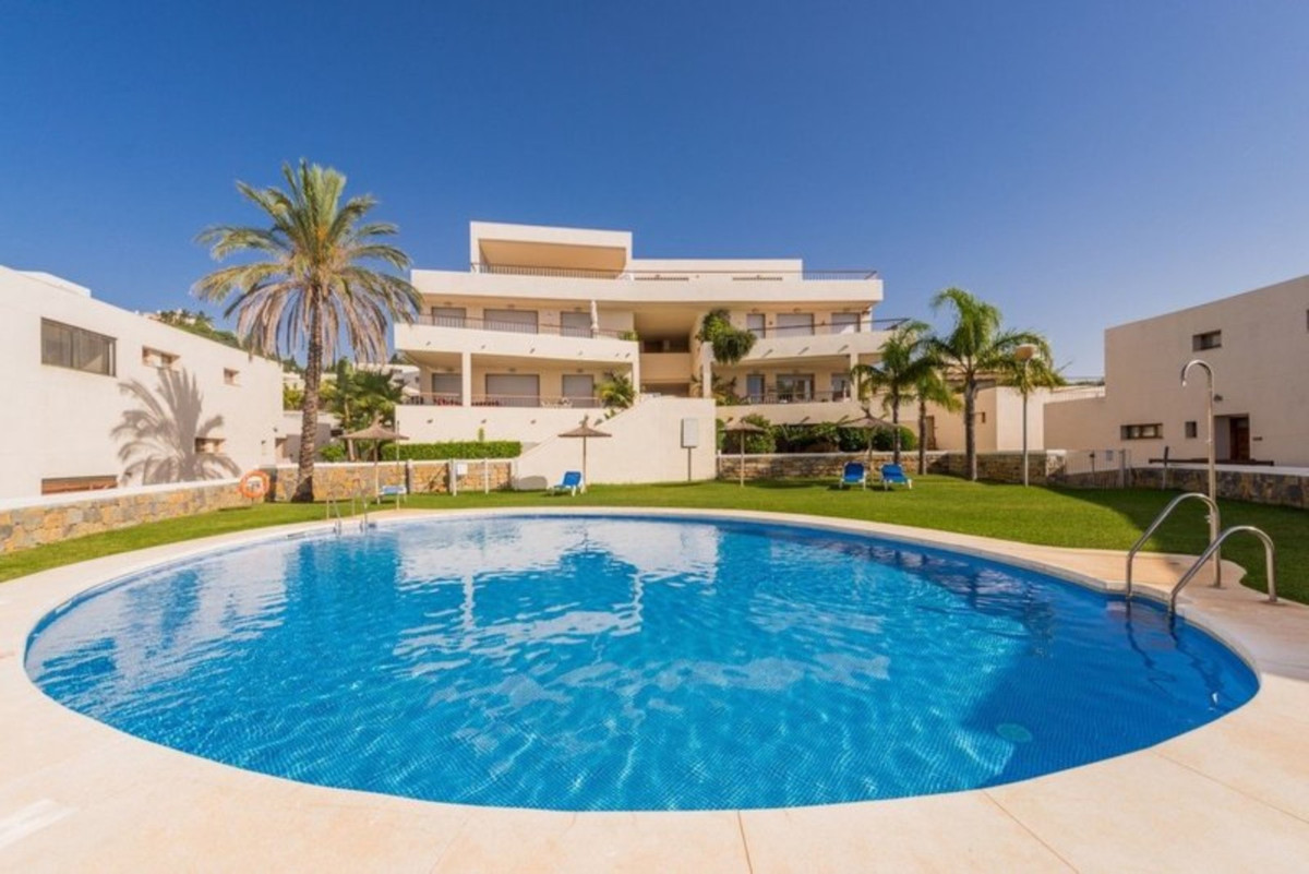 Stylish 3 bed with views as far as Africa and Gibraltar!