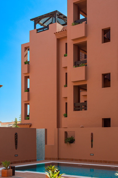4 bed apartment with beautiful surroundings and sea views