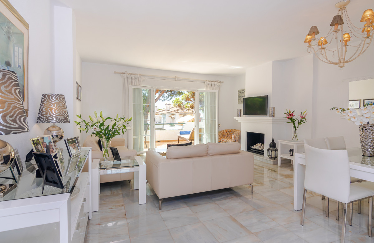 The perfect apartment for year round living on the Costa del Sol. This prestigious development is id, Spain