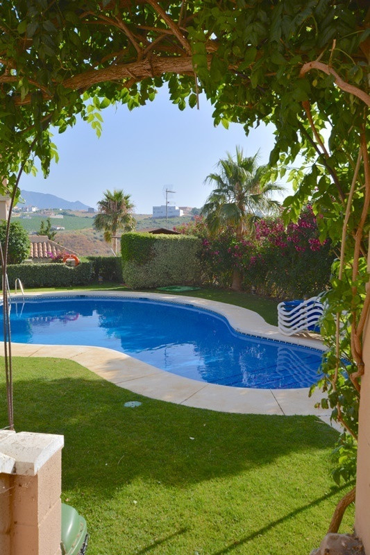 Your own place in the sun above Puerto de la Duquesa