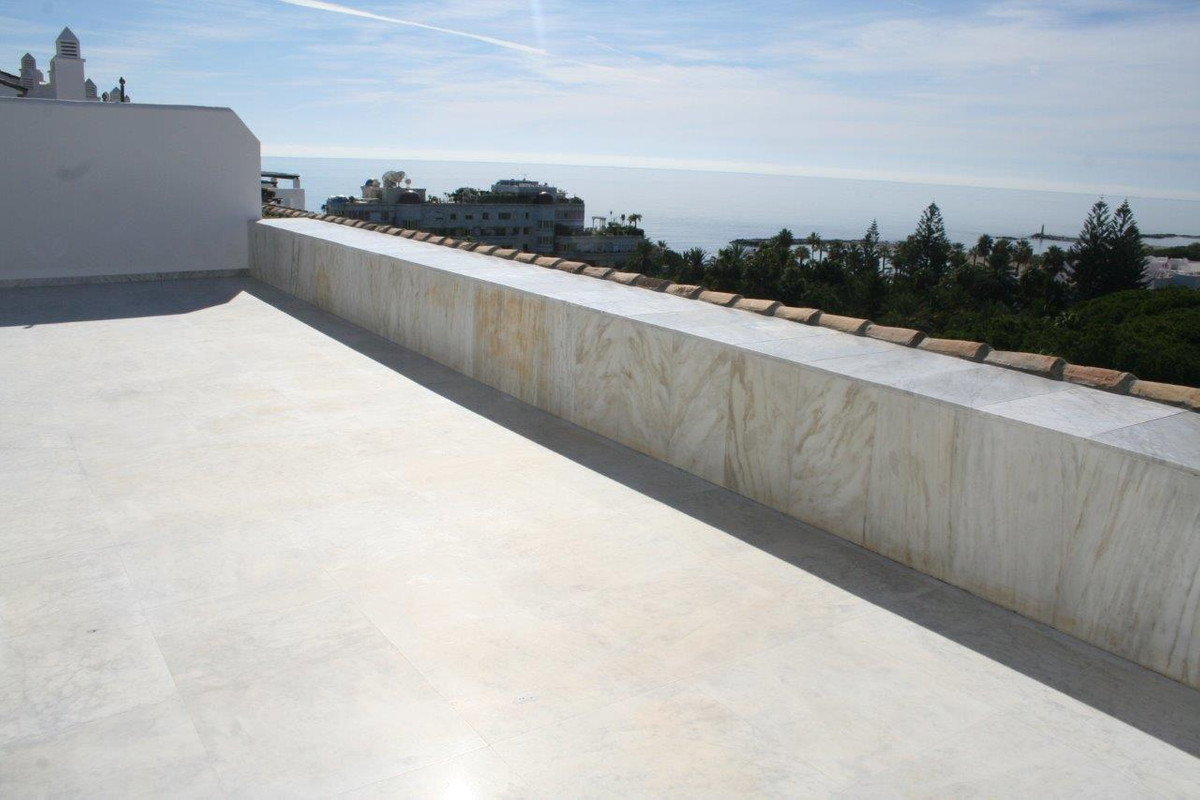 3 bed penthouse with spectacular sea views!