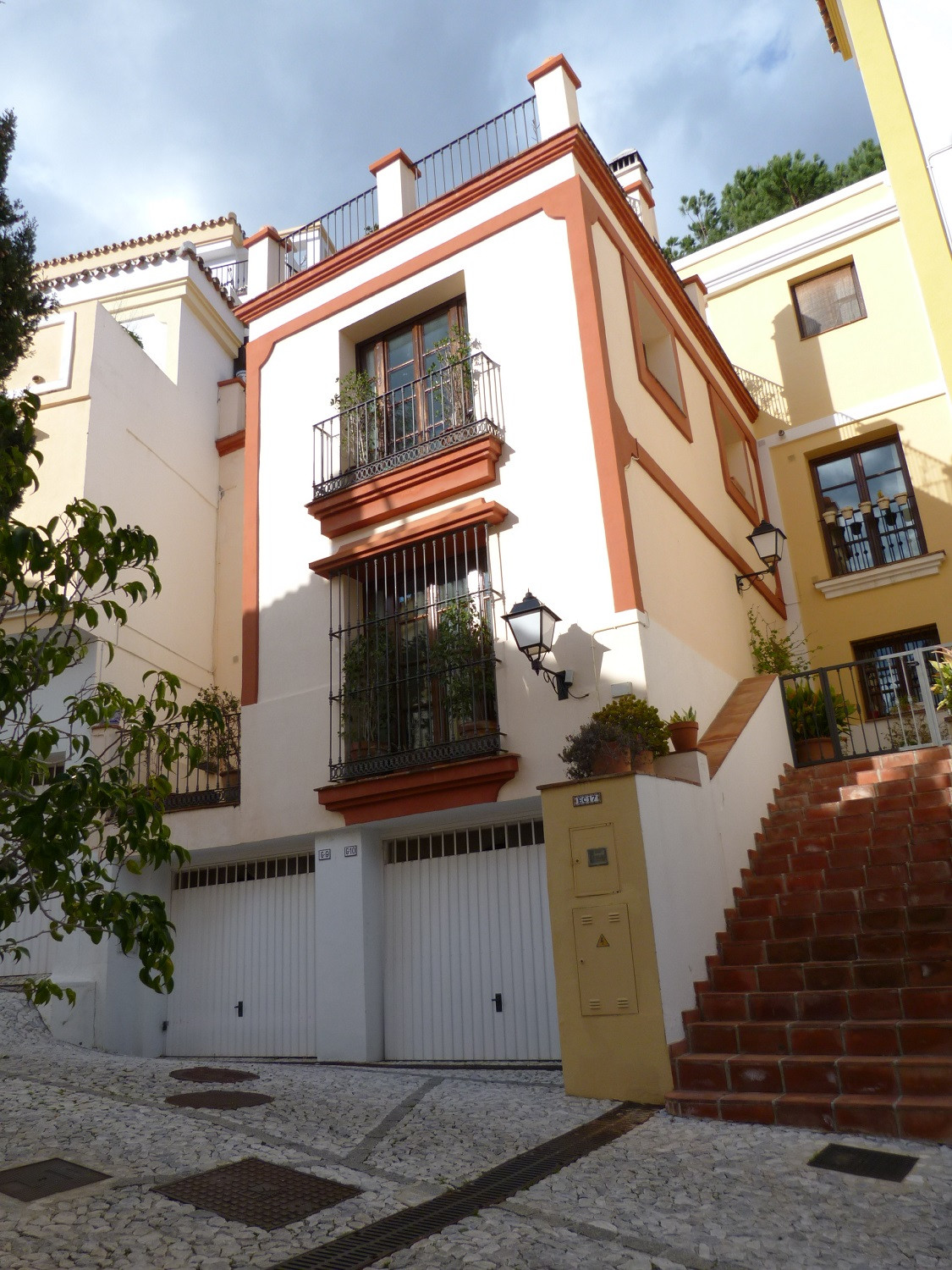 CLOSE TO THE SEA WITH FANTASTIC VIEWS.  A 3-bed Townhouse packed with character in the AWARD WINNING, Spain