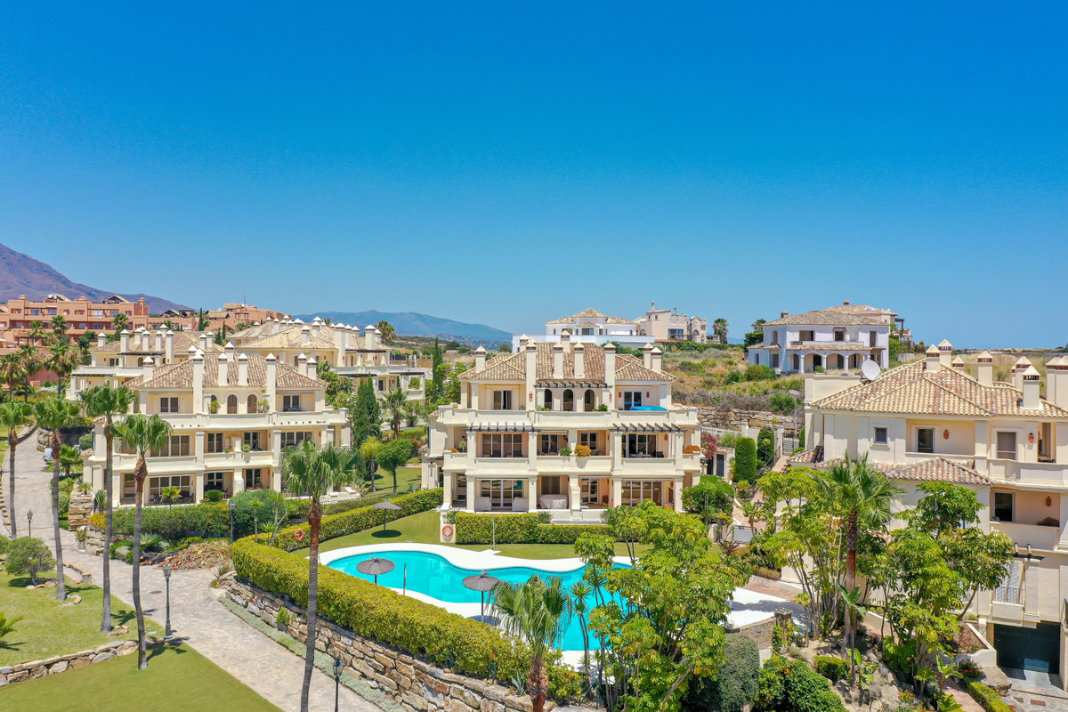 ELEGANT AND SPACIOUS, CLOSE TO ESTEPONA AND BEACHES.  This airy and spacious 3-bed, 3-bath apartment, Spain