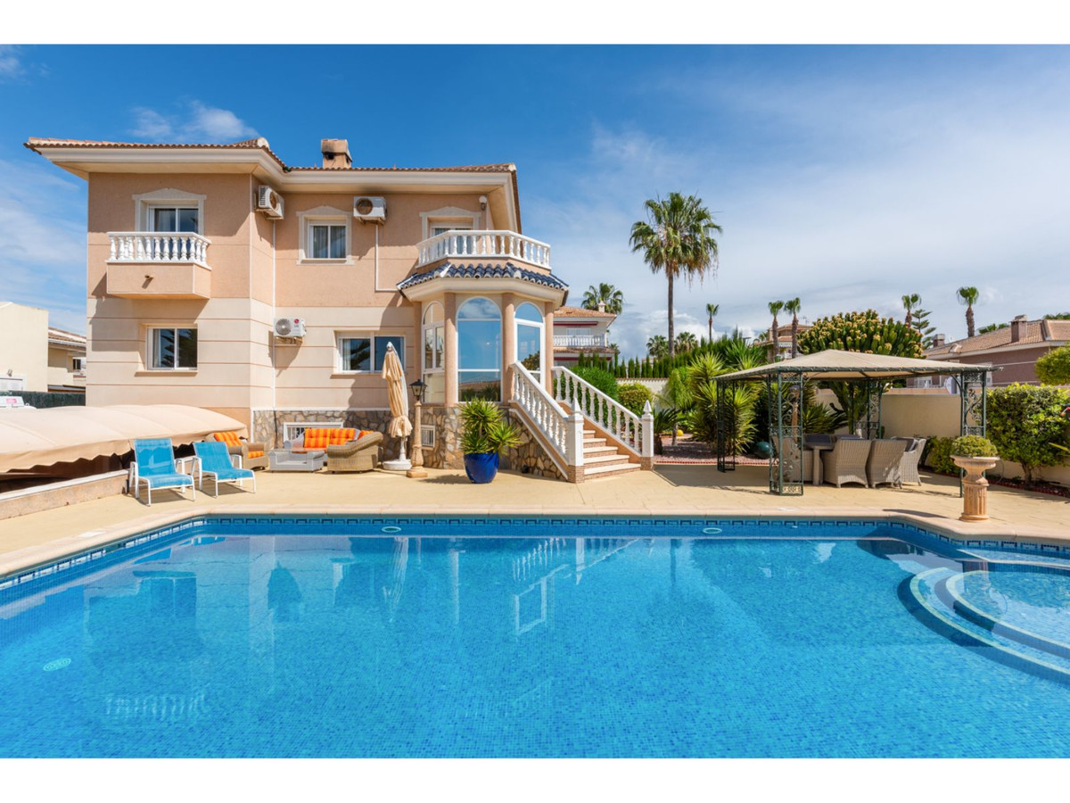 A well priced property, situated in a sought after town on the Costa Blanca.  Beautifully presented , Spain