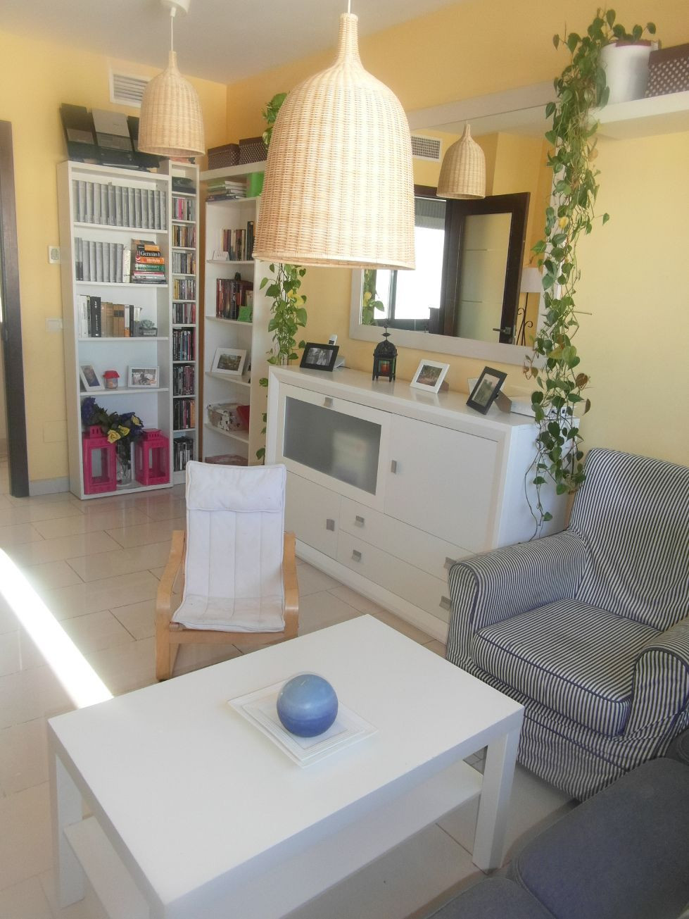Light and bright apartment in central Estepona
