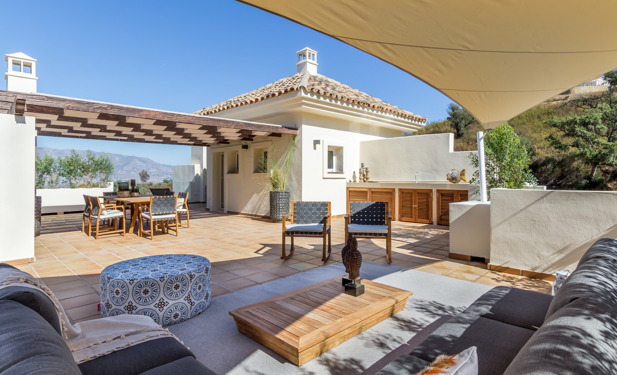 2 bed penthouse above Marbella with stunning views