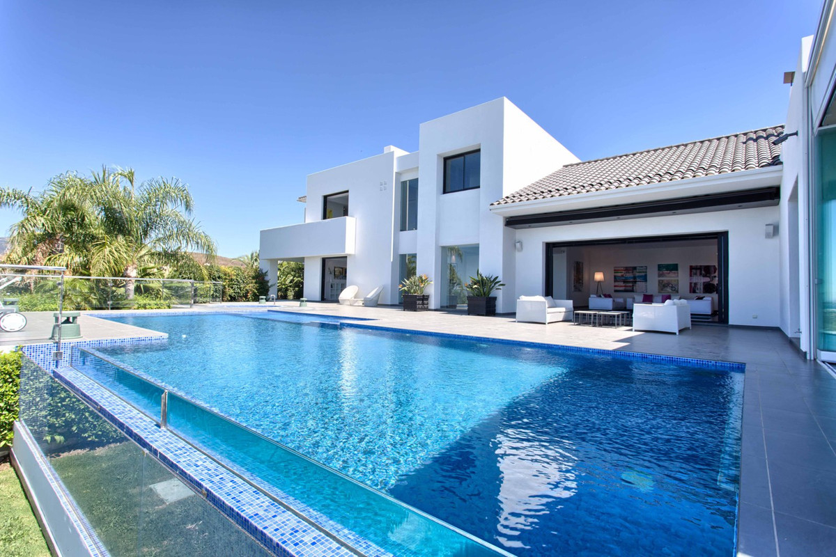 Top quality villa with spectacular views of the sea